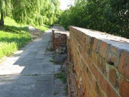 Zabytki przy noclegach - Resztki murów obronnych